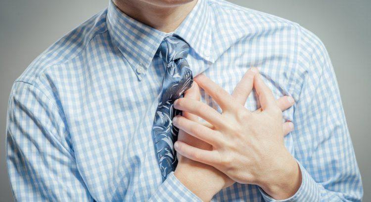Почему при надавливании болит грудная клетка?